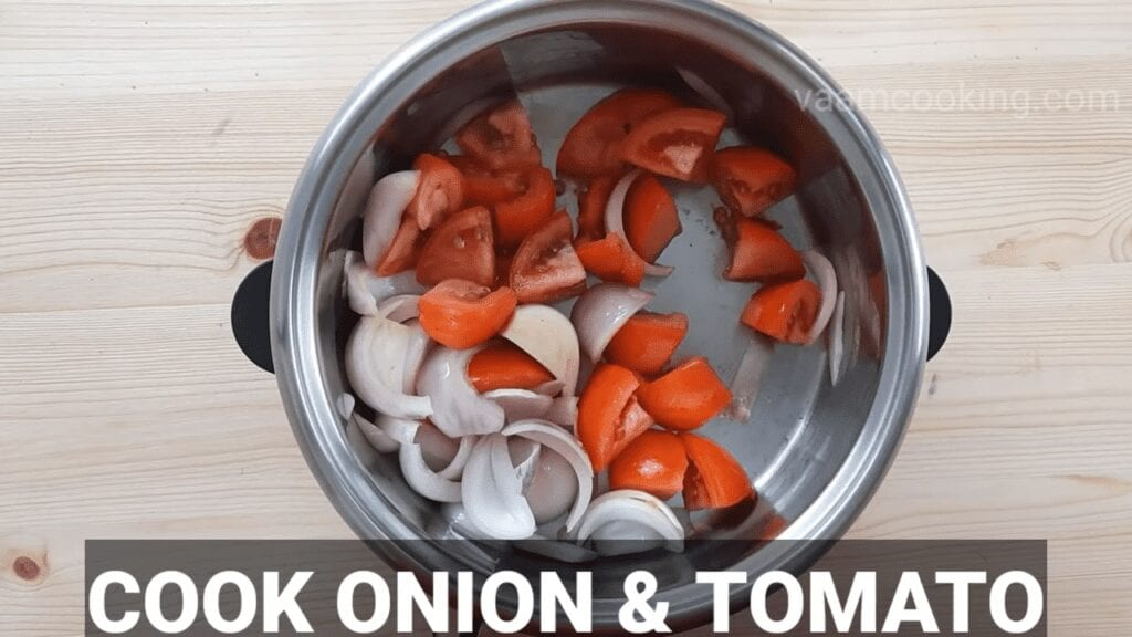 Kaju-Curry-recipe-onion-tomato-paste-cook-onion-tomato