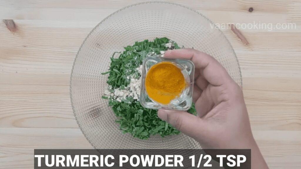 Palak-vadi-recipe-healthy-spinach-rolls-Turmeric-powder