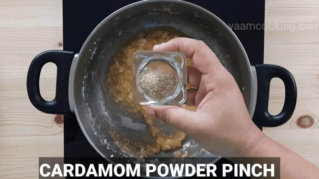 ukadiche-modak-first-timer-modak-stuffing-cardamom-powder