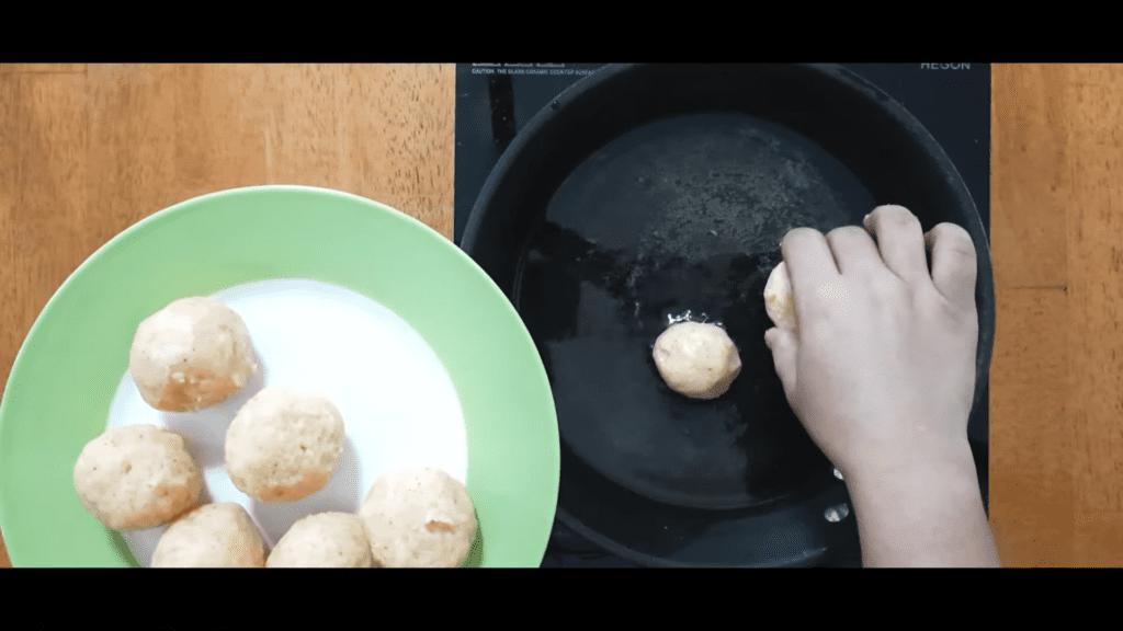 Vrat-Dahivada-recipe-fry-balls