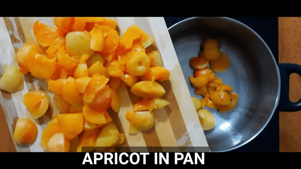 homemade-apricot-jam-get-apricot-in-pan