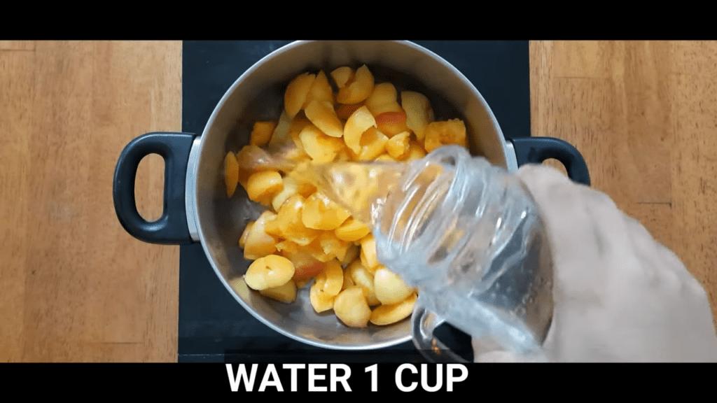 homemade-apricot-jam-add-water