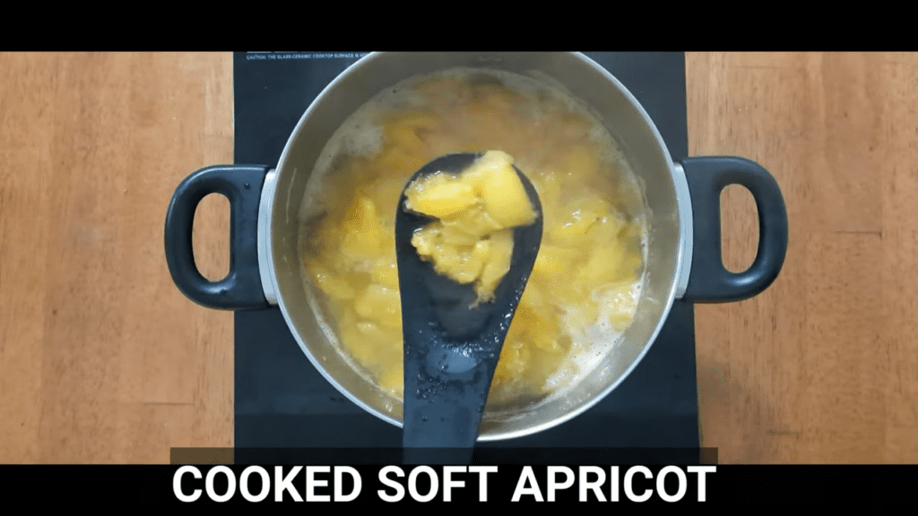 homemade-apricot-jam-cook-apricot