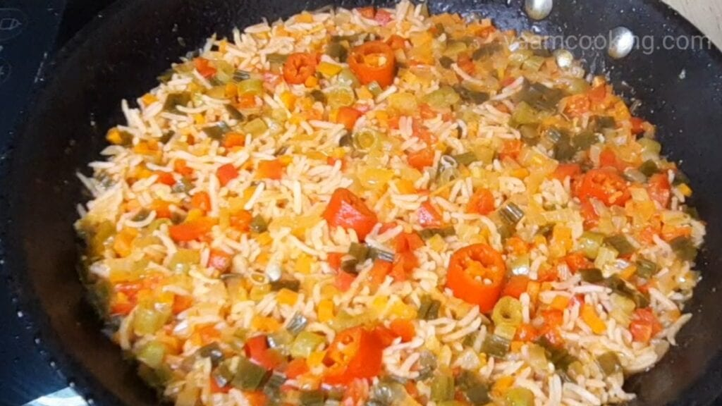 schezwan-fried-rice-is-cooked-properly