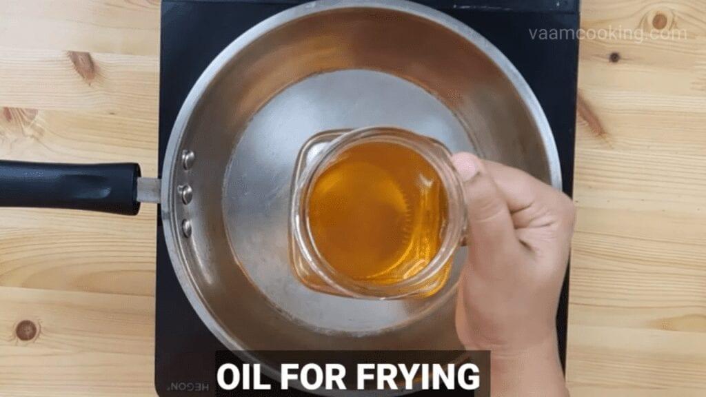 American-chop-suey-oil-for-frying