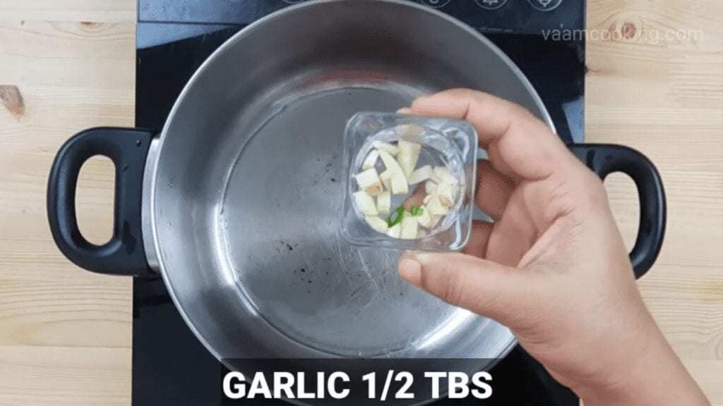 American-chop-suey-sauce-garlic