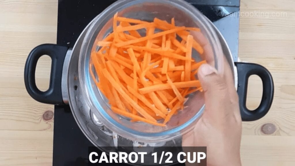 American-chop-suey-sauce-carrot