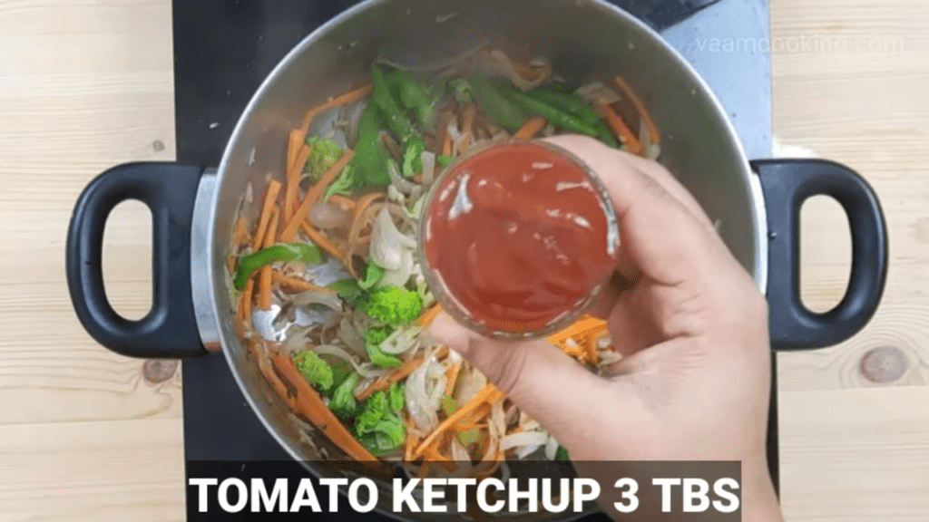 American-chop-suey-sauce-tomato-ketchup