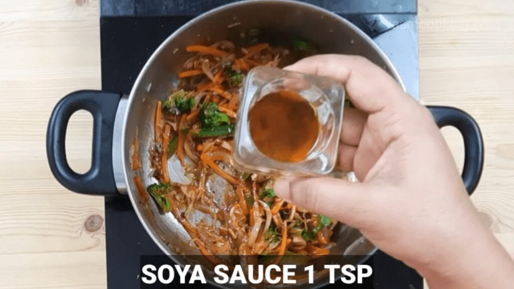 American-chop-suey-sauce-soya-sauce