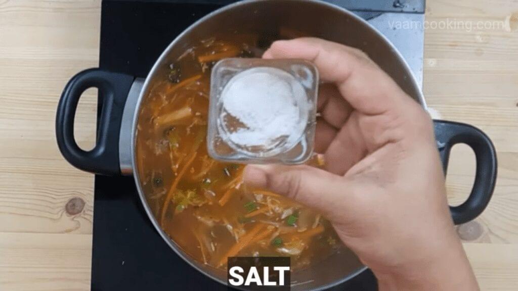 American-chop-suey-sauce-salt