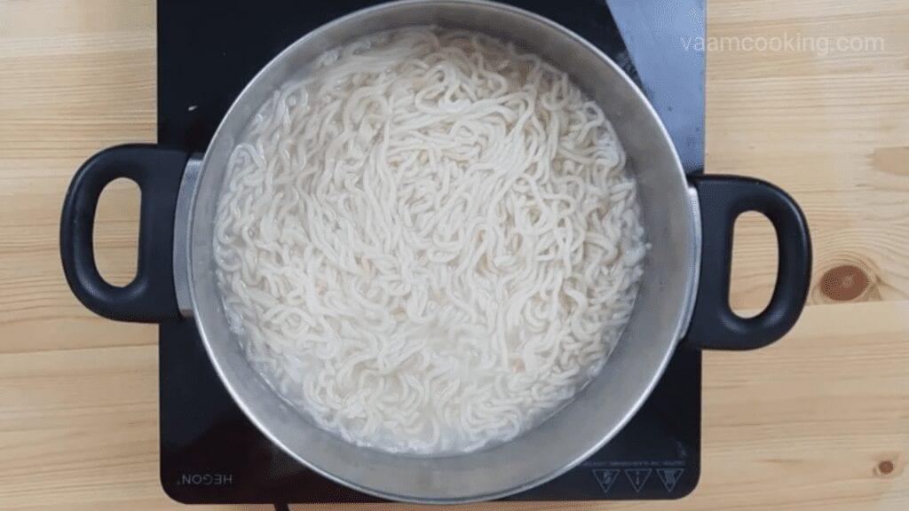 American-chop-suey-recipe-boil-wheat-noodles