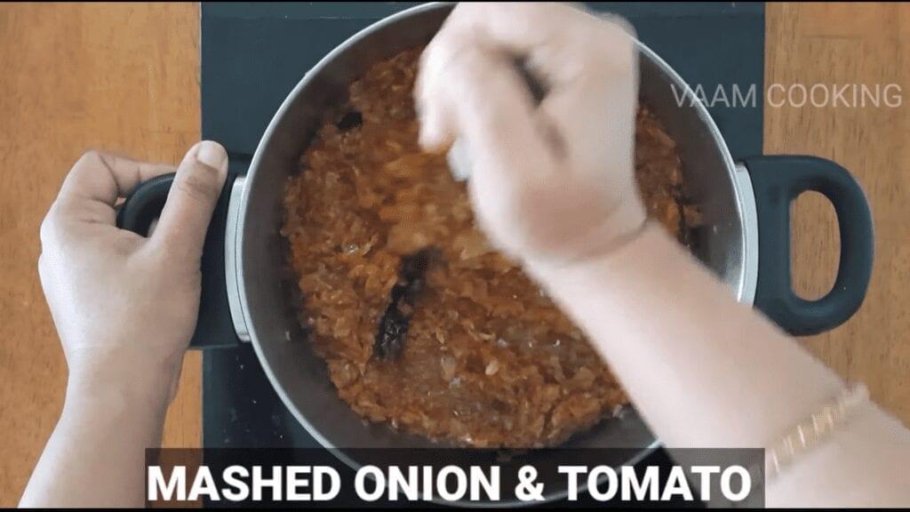 Amritsari-chole-recipe-Punjabi-chole-recipe-mashed
