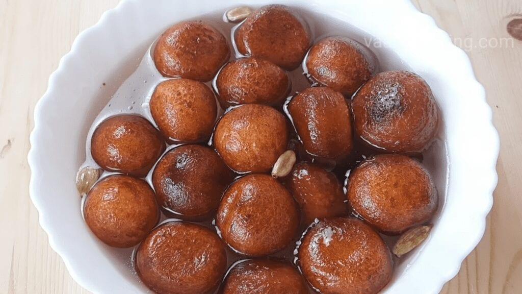 Halwai-style-gulab-jamun-recipe-khoya-gulab-jamun-recipe-ready