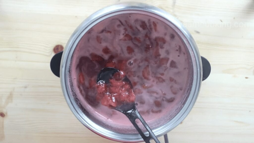 homemade-strawberry-jam-recipe-cooked-strawberry