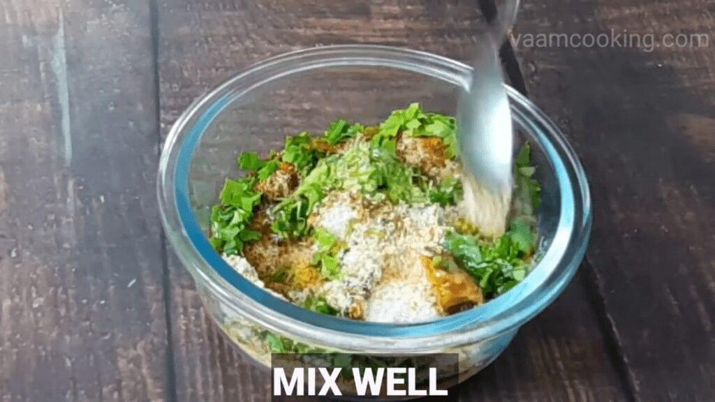 Bharwa-baingan-recipe-stuffing-mix-well