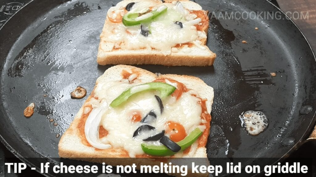 bread-pizza-recipe-pizza-on-tawa-melted-cheese