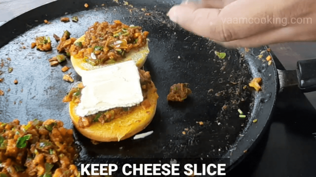 masala-pav-recipe-cheese-on-pav