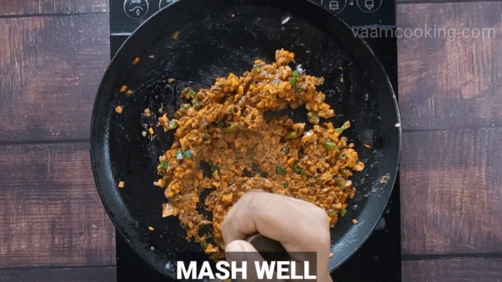 masala-pav-recipe-mash-well